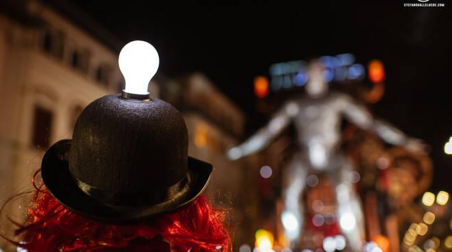 Carnevale di Viareggio 2020 corso in notturna foto Dalle Luche
