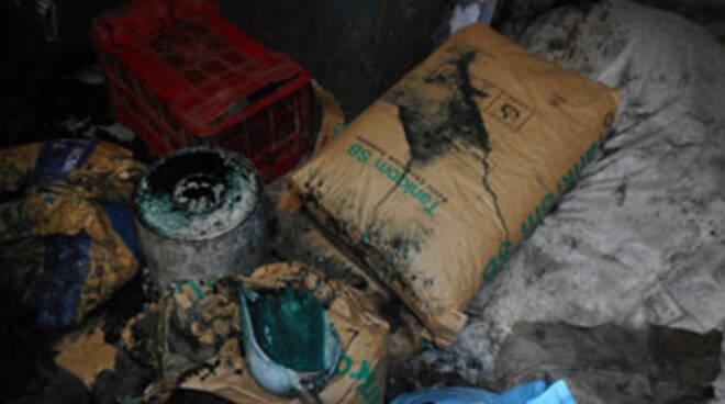 degrado igienico ambientale di una tintoria di pelli di coniglio a Empoli