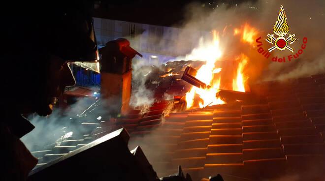 incendio a Capezzano Pianore