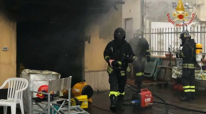 incendio garage cascina