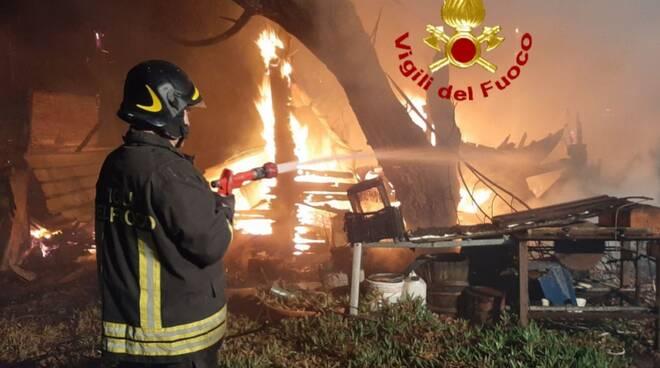 incendio pisa notte tra 26 e 27 febbraio 2020