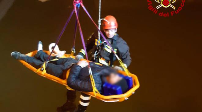 intervento vigili del fuoco caduta spalletta Arno
