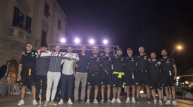 Lo staff della prima squadra del Tau Calcio