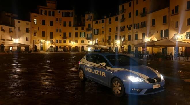 polizia notte piazza Anfiteatro