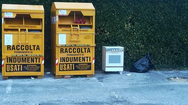 rifiuti abbandonati a San Vito