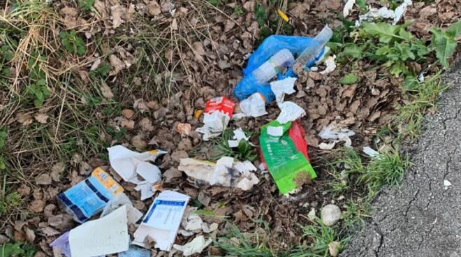 rifiuti san vito lati strada Cambiamo Lucca