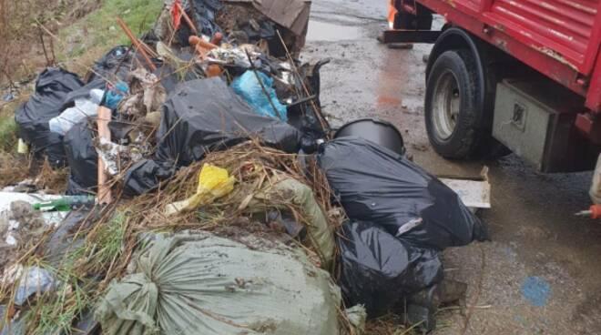 rifiuti sulla Bientinese pulizia straordinaria Castelfranco di Sotto