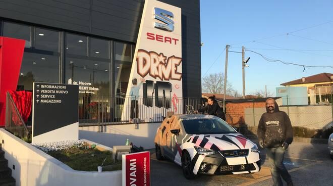 seat tuscania auto street art drive in