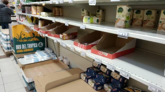 supermercato svuotato a san miniato per coronavirus
