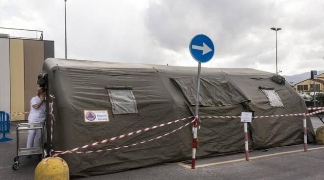 Tende e gazebo per il prefiltraggio all'ospedale di Lucca