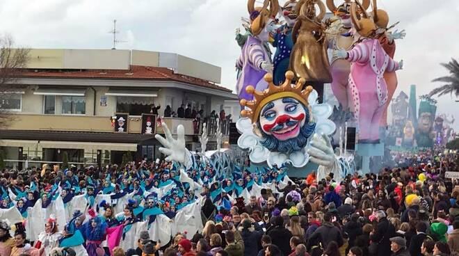 Ultima sfilata per il Carnevale di Viareggio