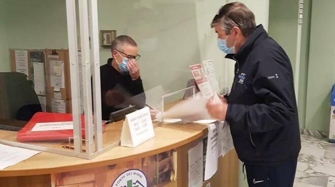 Bruno Murzi consegna mascherine