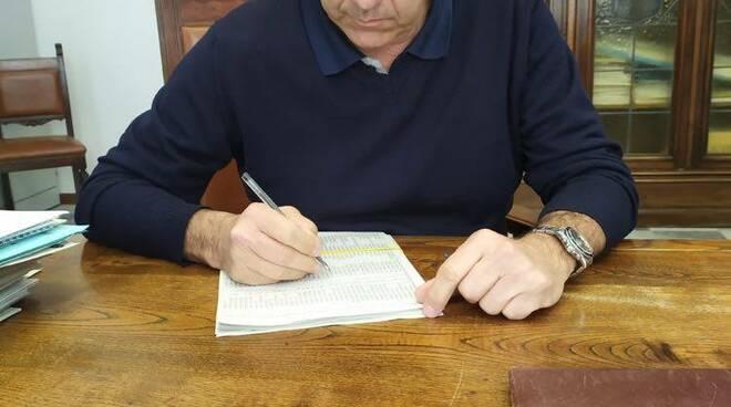 Bruno Murzi firma l'ordinanza sui cantieri edili