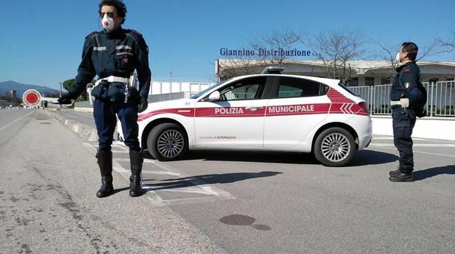 controlli coronavirus polizia municipale Altopascio