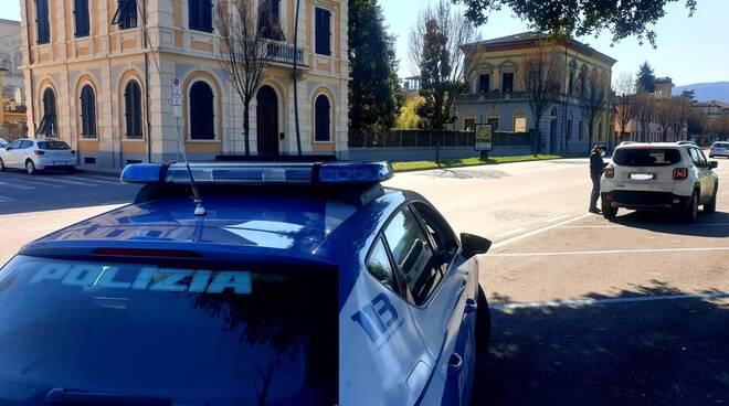 controlli polizia Lucca coronavirus