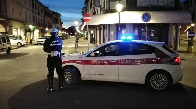 controlli polizia municipale Altopascio coronavirus notte