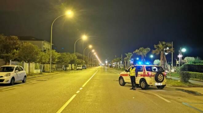 controlli polizia municipale Pietrasanta ordinanza coronavirus
