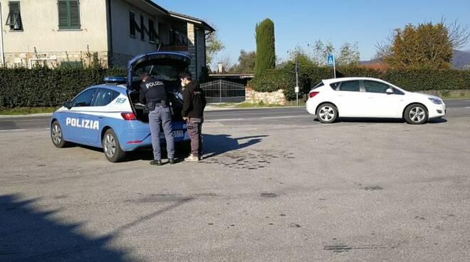 coronavirus controlli polizia strade Lucca