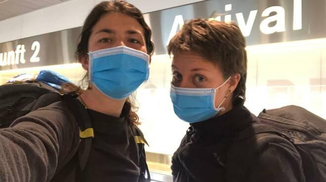 Greta e Elena all'arrivo a Zurigo