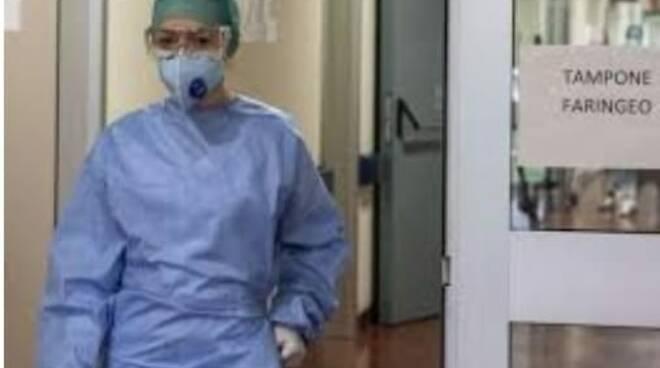 infermiere mascherina reparto coronavirus