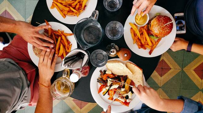 millennial cibo giovani hamburger