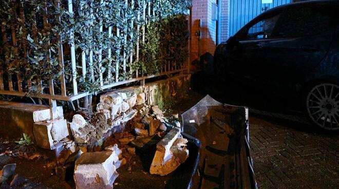 via ingrellini incidente 1 marzo 2020 auto muretto