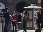 cantano bella ciao in piazza San Michele