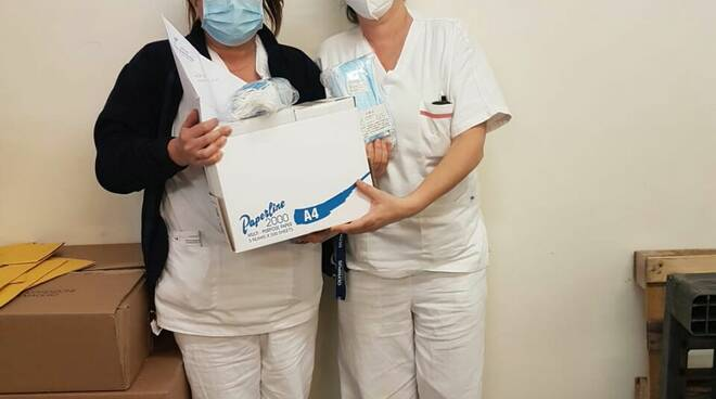 consegna mascherine infermieri