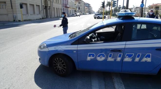 controlli della polizia a Viareggio