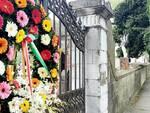 corone di fiori al cimitero di porcari