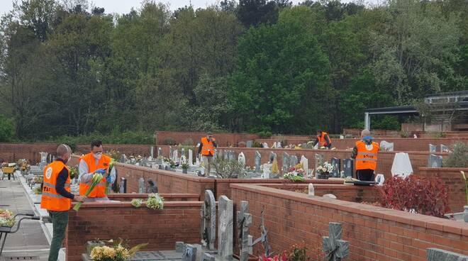 fiori Happy Porcari cimiteri chiusura donazione