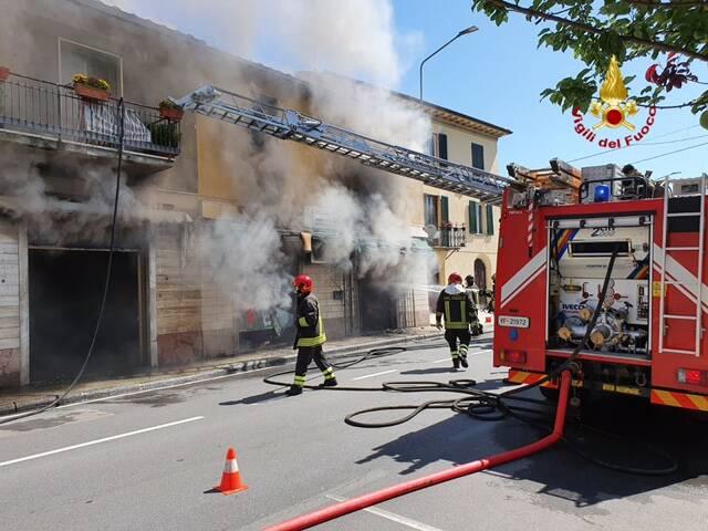immagini incendio Fornaci
