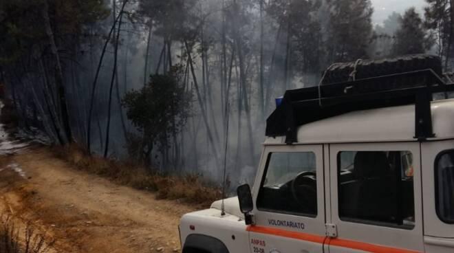 incendio Biecina Villa Basilica Nocchi Camaiore vigili del fuoco