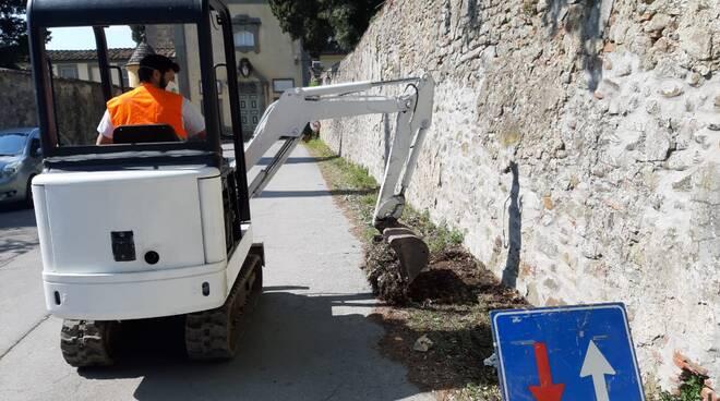 lavori via di Tofori manutenzione verde pubblico Capannori