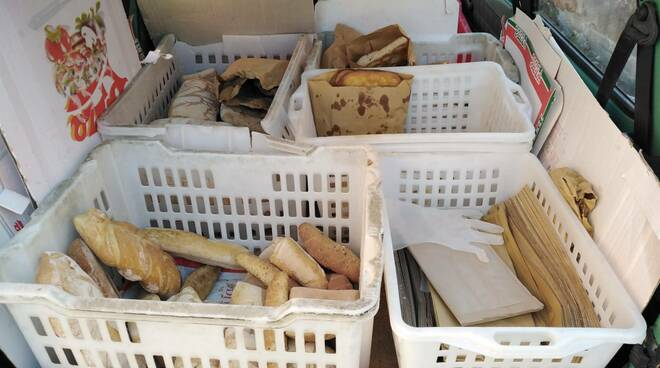 pane sequestrato dalla municipale
