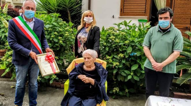 Consegna targa alla centenaria Rina Venturini