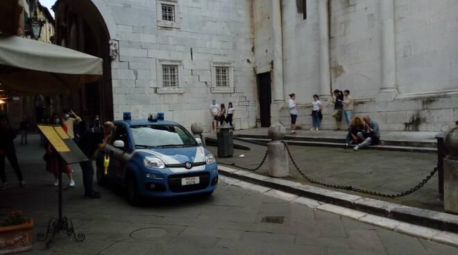 controlli polizia piazza San Michele assembramenti fase 2 Lucca