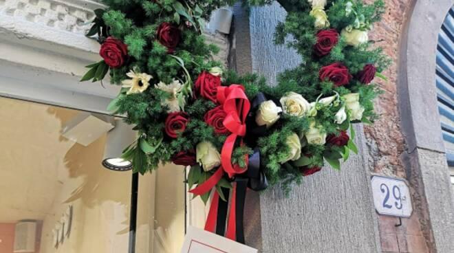 corona di fiori per la fondazione della Lucchese
