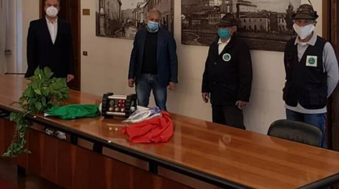 donazione Gruppo Alpini di Porcari ventilatore polmonare Asl