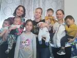 famiglia Lucchesi cinque figli e sei nipoti a 46 anni