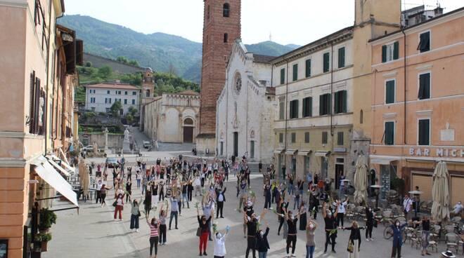 Flashmob ripartenza Pietrasanta