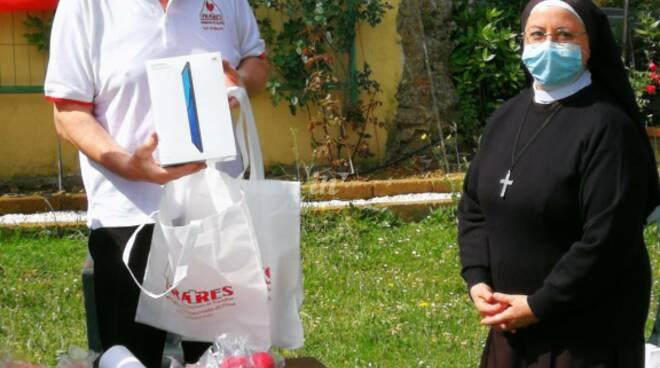 gruppo fratres san romano consegna tablet alla scuola divino amore montopoli valdarno
