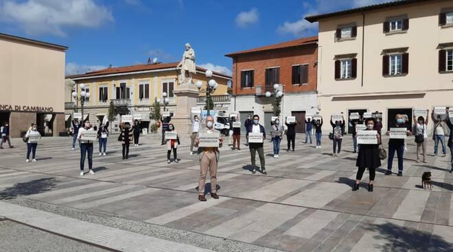 Pronti a ripartire, flash mob del Ccn in piazza Montanelli a Fucecchio 6 maggio 2020