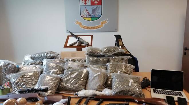 armi e droga in casa operazione guardia di finanza Pisa San Giuliano