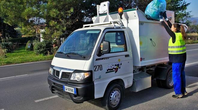 Ascit camioncino servizio rifiuti raccolta