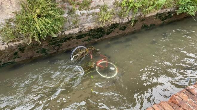 bicicletta via del Fosso centro storico Lucca