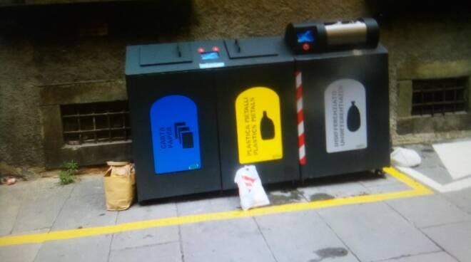 cassonetti centro storico degrado denuncia SiAmo Lucca