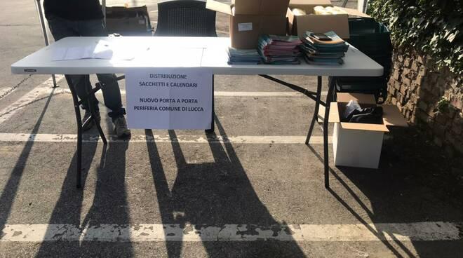 consegna kit ecocalendario Sistema Ambiente rifiuti