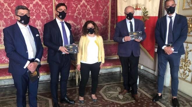 Consegna mascherine al Comune con logo di Lucca