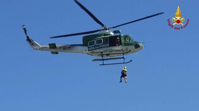 elicottero salvataggio Monte San Quirico isolotto Serchio